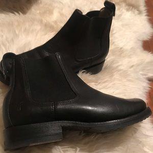 Frye Chelsea boots- black